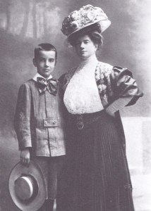 Pauline Strauss and her son Franz in 1905